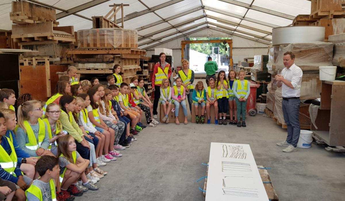 The pupils of Basischool Wevelgem discovering the prototype of their bench with the Director of Urbastyle, Jan Laroy