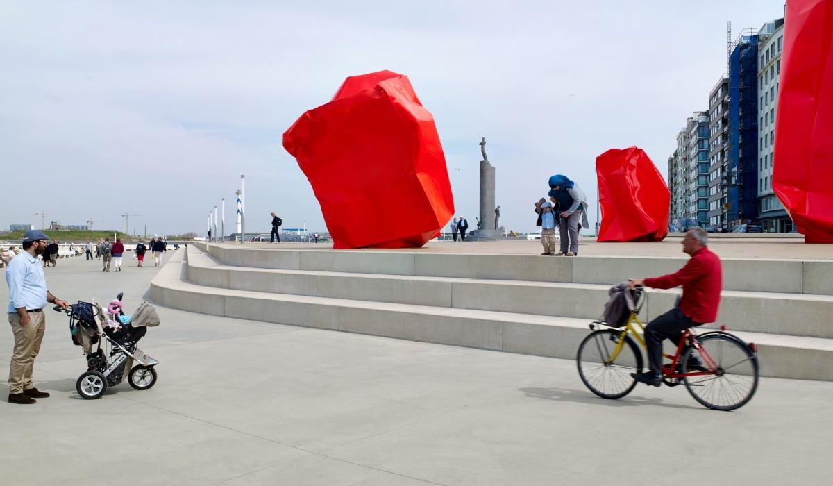 Ostende Zeeheldenplein promenade