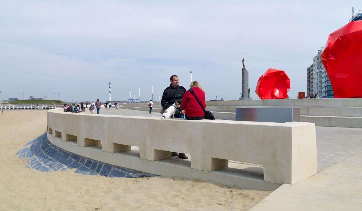 Ostende Zeeheldenplein, sièges contre les vagues