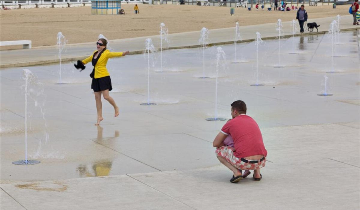 Ostend Zeeheldenplein fountain