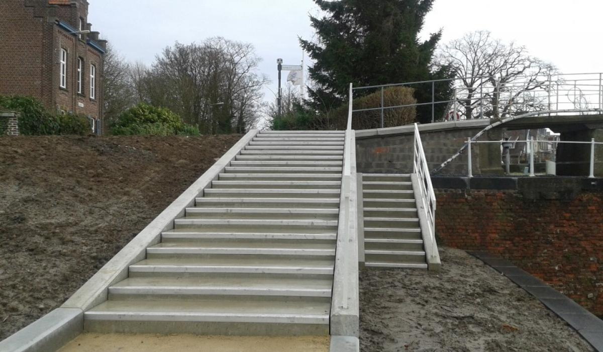 KORTRIJK GERECHTSHOFBRUG steps