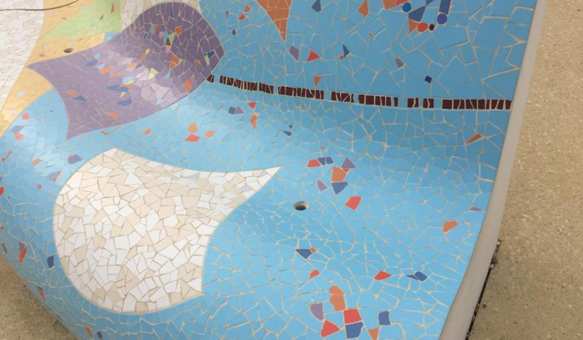 Les boucholeurs - Mosaic benches detail