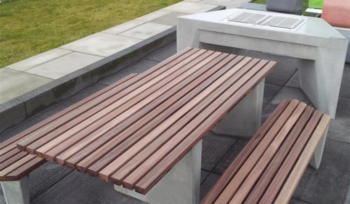 Complementary table and bench accessible for people in wheelchair