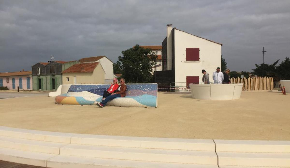 Les boucholeurs - Mosaic benches and touristic info panorama