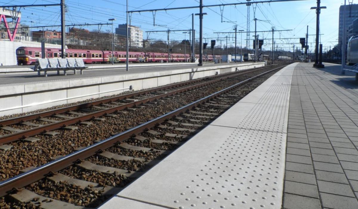 Railway station plaform edges